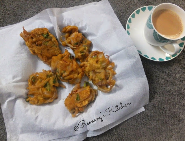 Ulli vada (maida ) / Onion fritters with maida