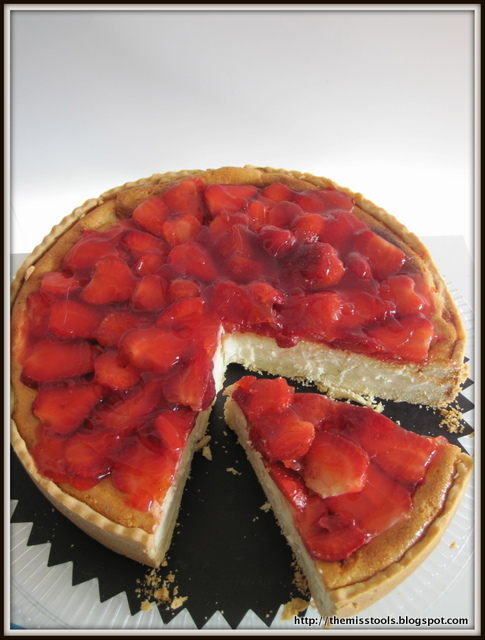 Cheesecake with Strawberries topping for a sweet Welcome!