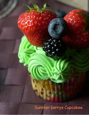 Summer Berrys cupcakes.