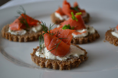 Posh Canapés: Smoked Salmon, Horseradish and Dill on Rye