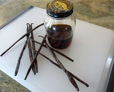 Make Your Own Vanilla Extract - It's Easy And It Makes A Great Gift!