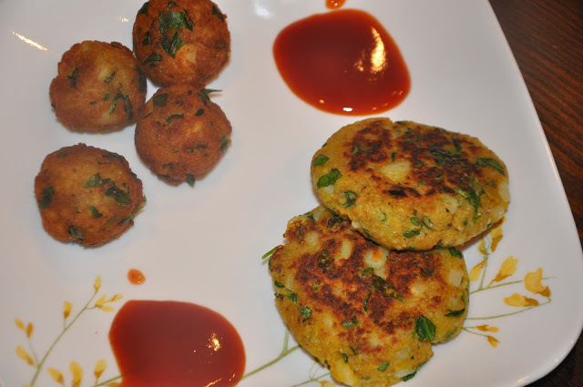 Aloo Palak Tikki/Vada - आलू पालक टिक्की/वडा (Potato and Spinach Patties/Fritters)
