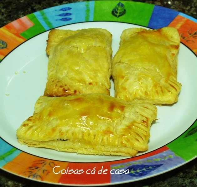 Folhado de linguiça e cream cheese