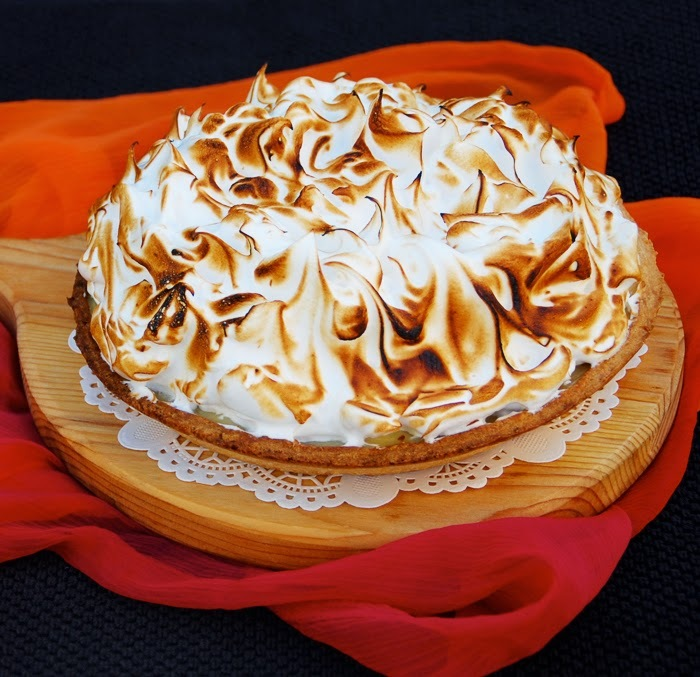 Lemon meringue pie / Pie de limão merengada.