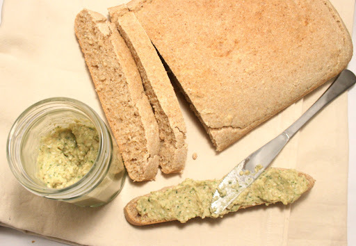BRZI INTEGRALNI KRUH I NAMAZ OD SLANUTKA / QUICK WHOLEMEAL BREAD AND CHICKPEA SPREAD