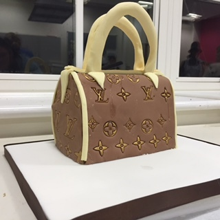 How to Make a Louis Vuitton handbag cake