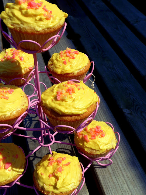 Rhubarb and Custard cupcakes