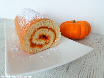 Biscuit roulé à la confiture de potiron aux épices (pumpkin spices) (Rolled cake with pumpkin spices jam)