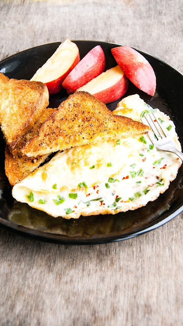 Buttered herb Garlic Toast with Cheese Omelette