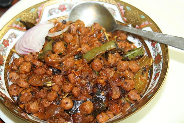 Soya Chunks Pepper Gravy Recipe - Meal Maker & Pepper Curry Recipe