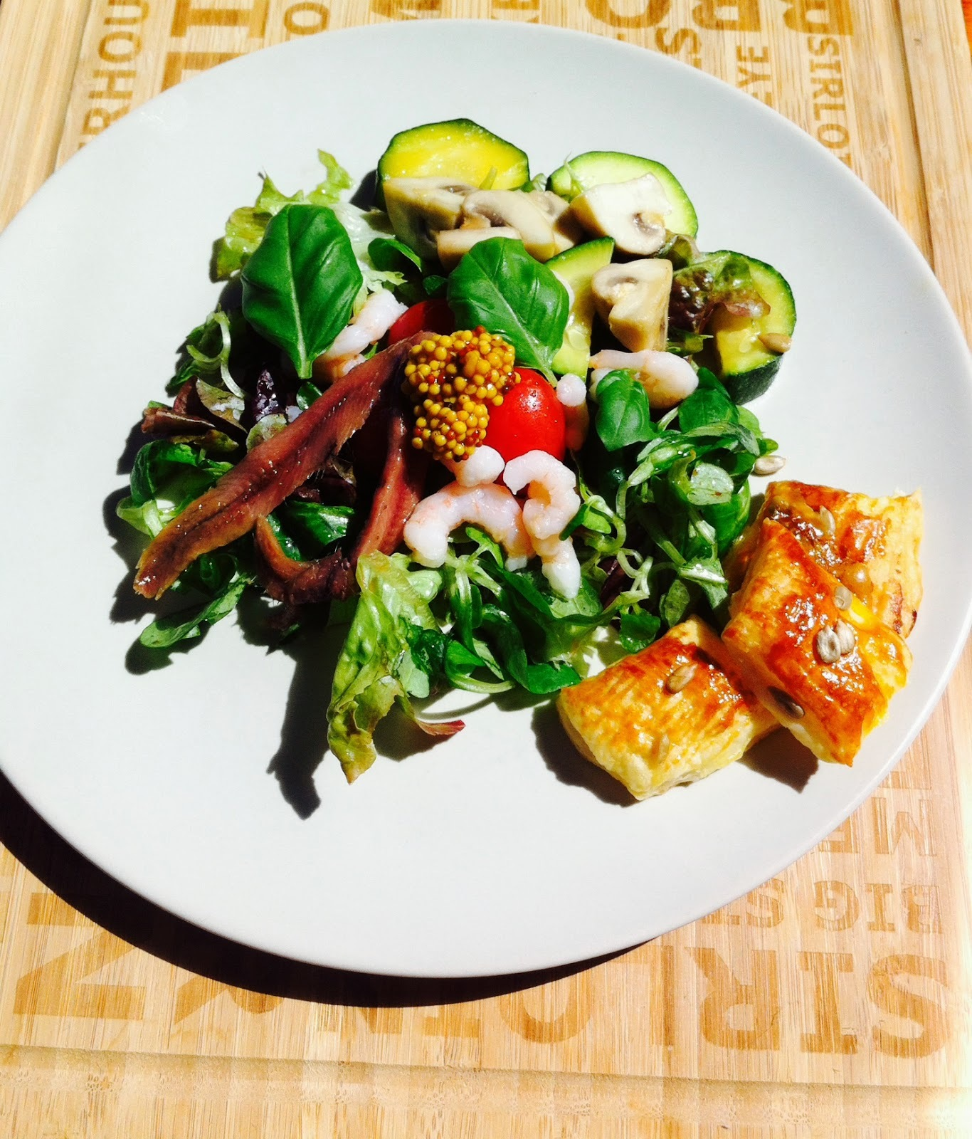 SEAFOOD OVER MIXED GREENS WITH BASIL VINAIGRETTE