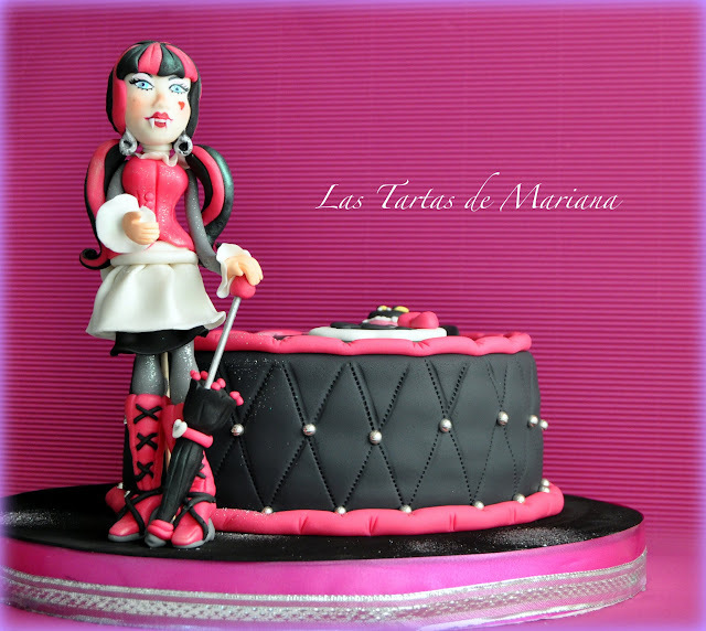 TARTA MONSTER HIGH DRACULAURA