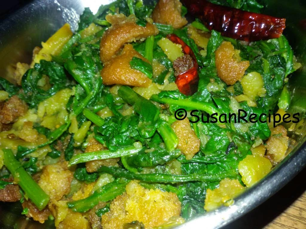 Spinach Potato And Moong Dal Wadi Curry