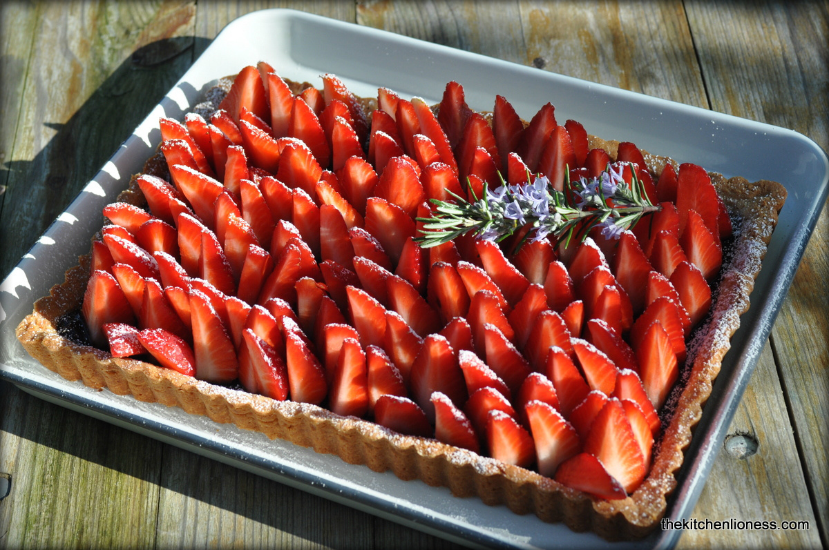 Strawberry-Rosemary Tart - Erdbeer-Rosmarin Tarte