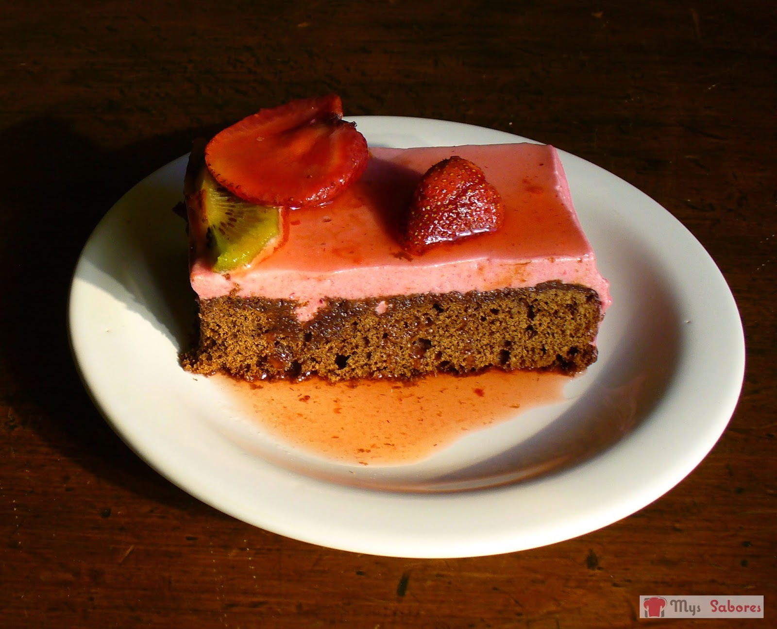 Torta de Chocolate con Mousse de Frutillas