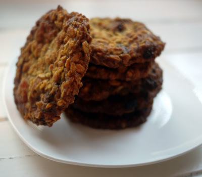 How do you eat your biscuit? And Fabulously Fruity Flapjack Biscuits