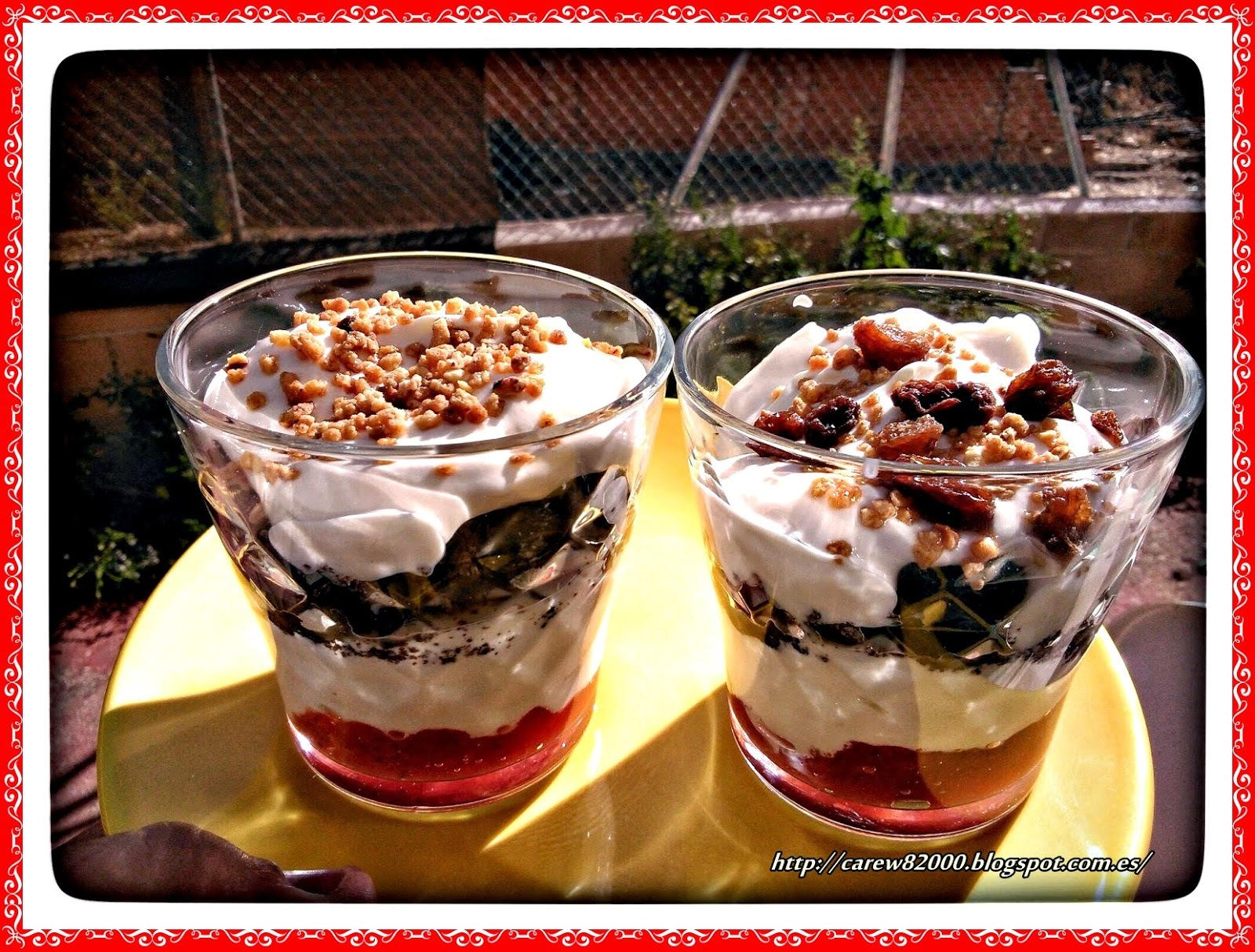 Yogurt con galletas oreo y mermelada