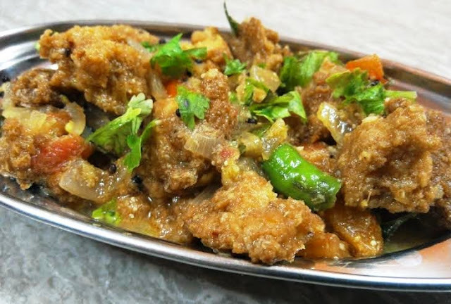Vada Curry (Lentil Fritters in Spicy Gravy)
