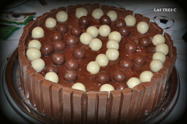 TARTA DE CHOCOLATE Y PROFITEROLES ( THERMOMIX)