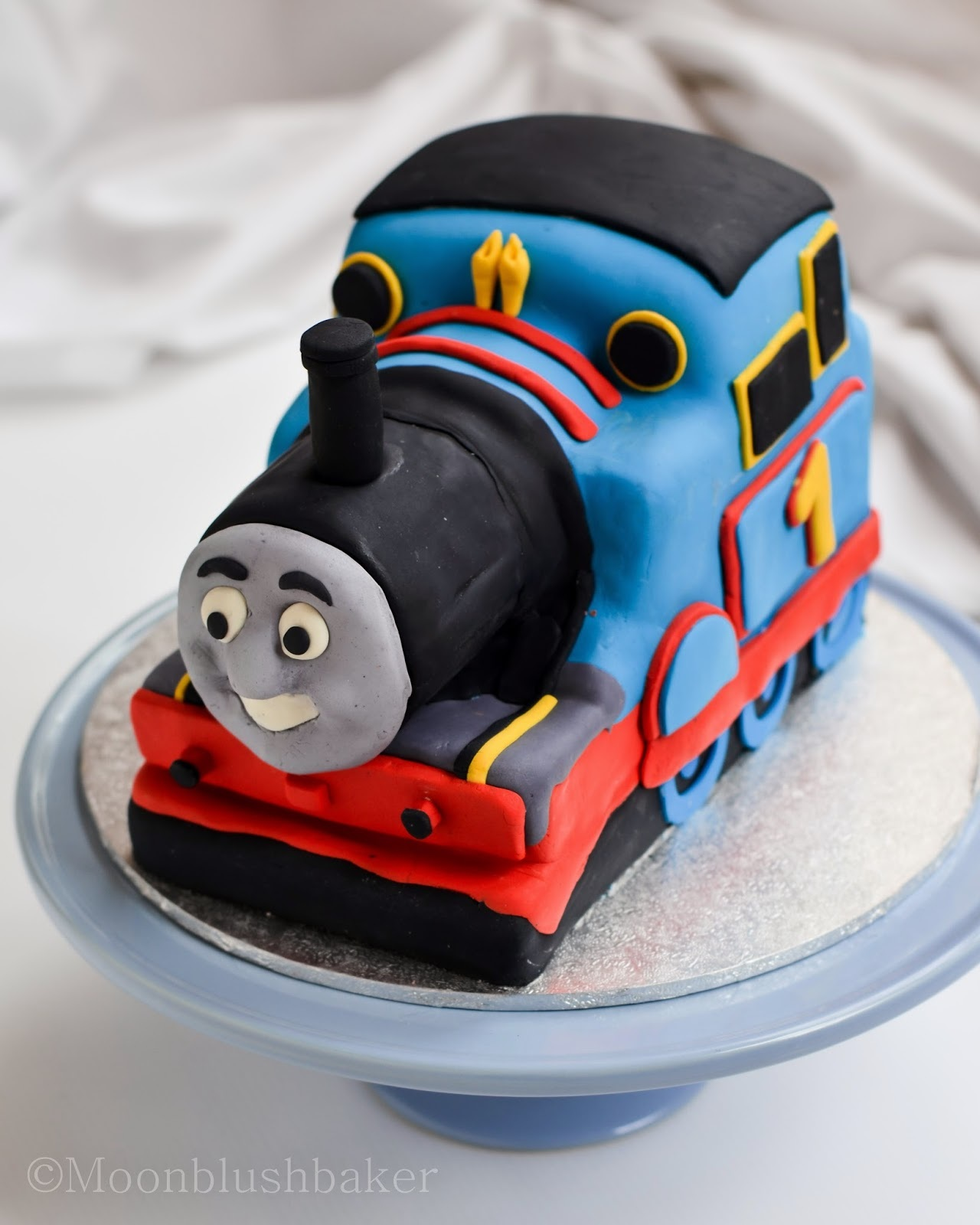 Modelling muddle /-/ How to make a fondant Thomas cake with carriages plus templates
