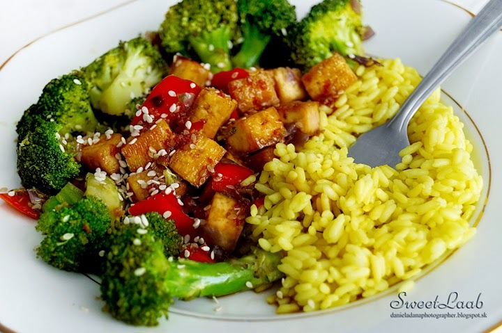 Teriyaki tofu with broccoli / Teriyaki tofu s brokolicou / Teriyaki tofu avec du brocoli