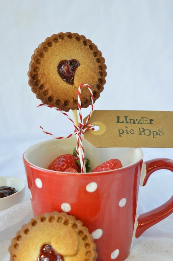 Linzer pie pops