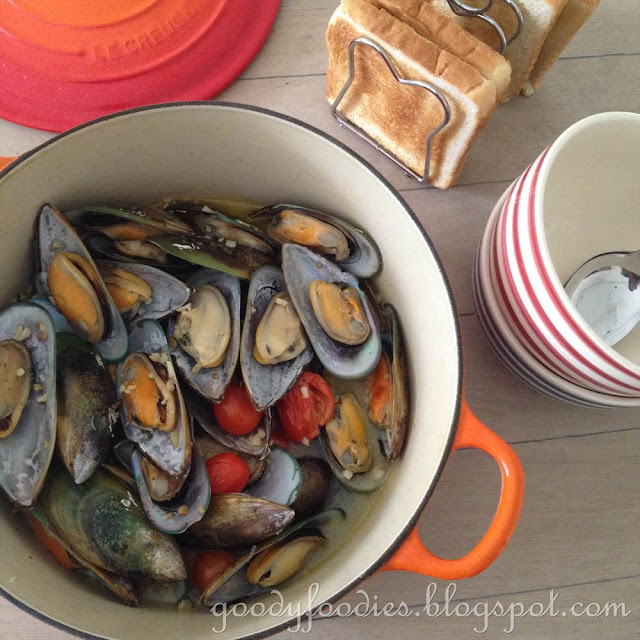 Recipe: Steamed Mussels with White Wine