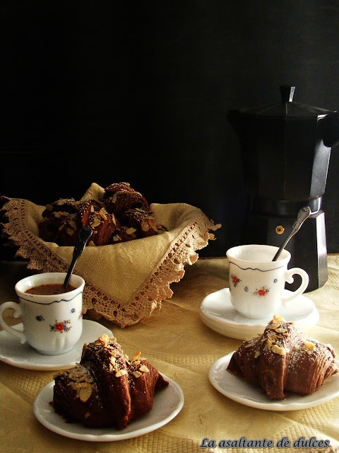 Croissants doble chocolate y almendra/Double chocolate and almond croissants