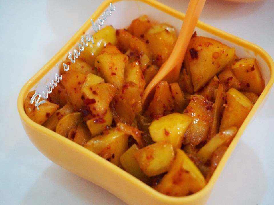 Apple pickle (instant)/ Apple achaar