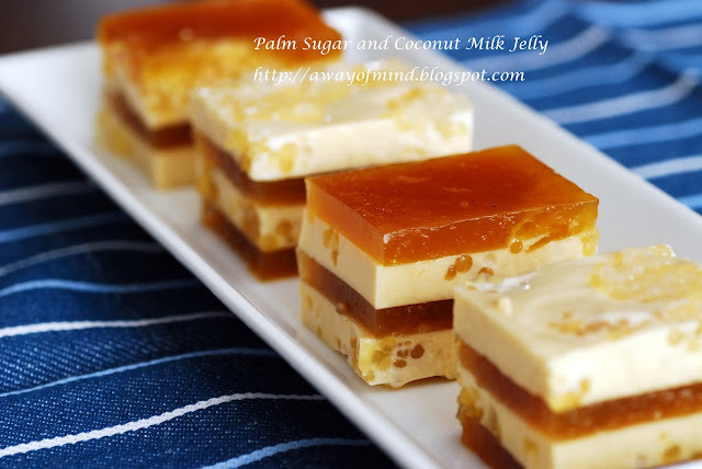 Palm Sugar and Coconut Milk Jelly (Agar Agar Santan Gula Melaka 耶糖燕菜)