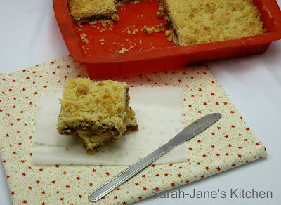 mincemeat crumble slice