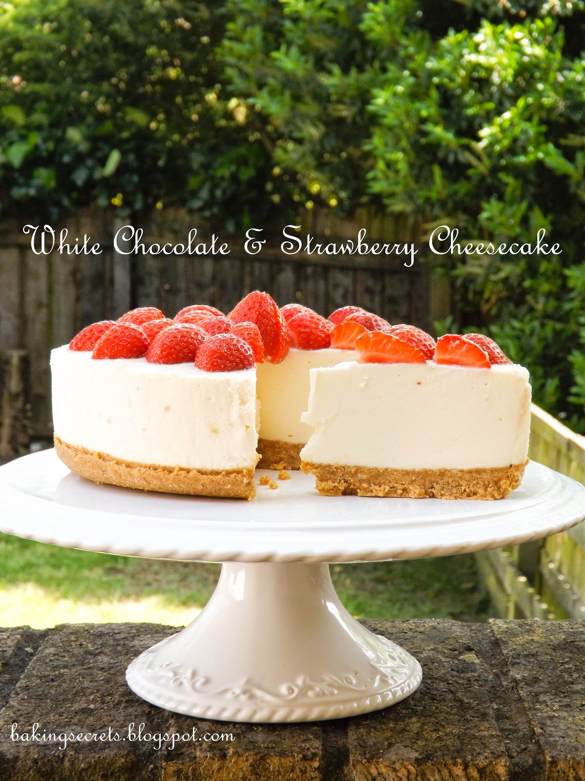 No-Bake White Chocolate & Strawberry Cheesecake / Nekeptas sūrio tortas su baltuoju šokoladu ir braškėm