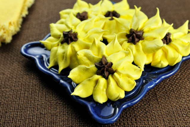 Sunflower Meringue Cookies