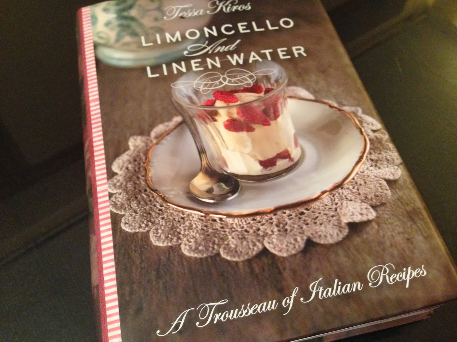 Livros #02: Limoncello and Linen Water
