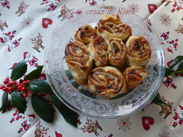 ROLLOS DE MANZANA, CANELA Y PIÑONES. (ROLLS APPLE, CINNAMON AND PINE NUTS)