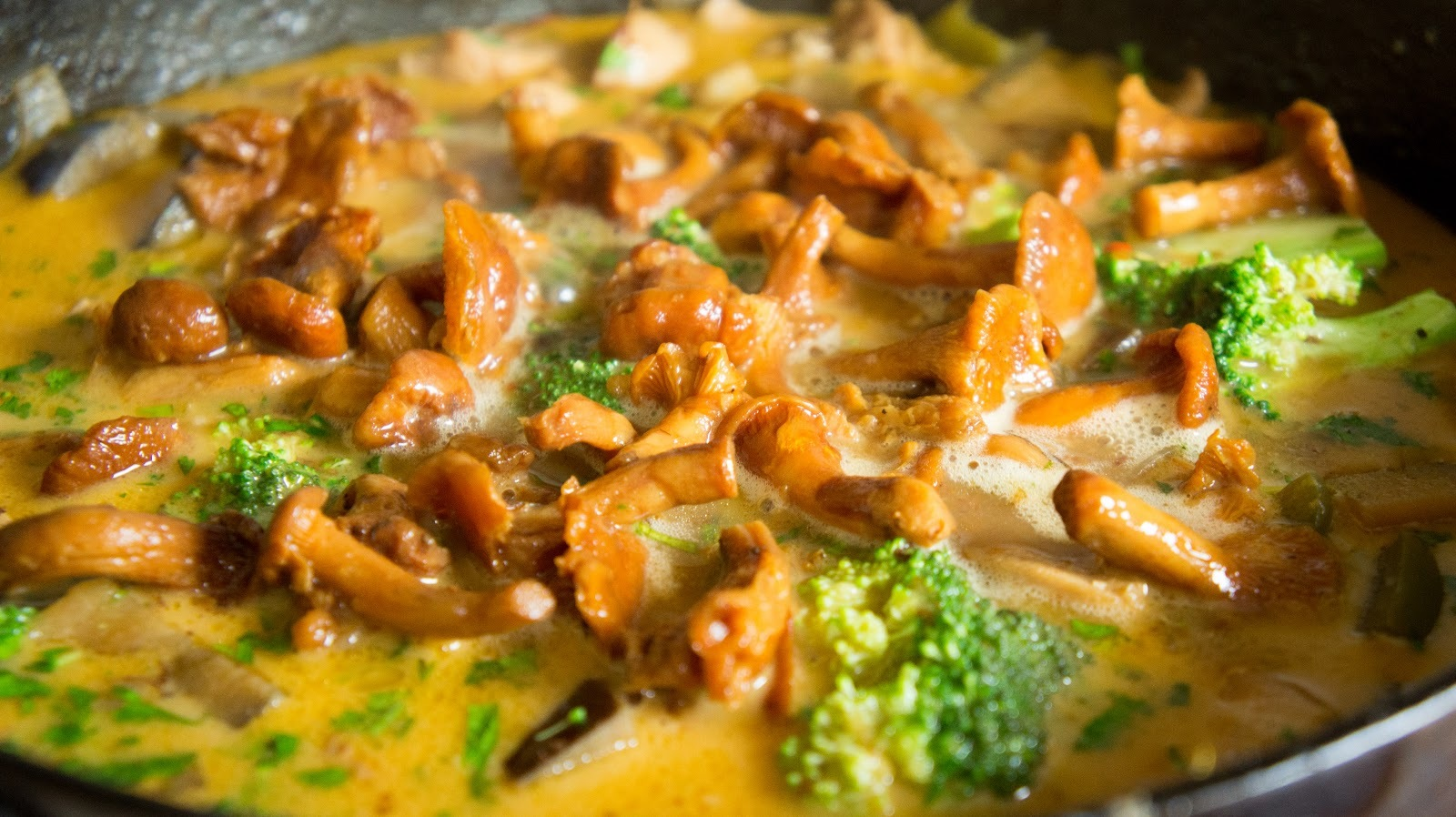 Curry z kurkami. / Curry with chanterelles.