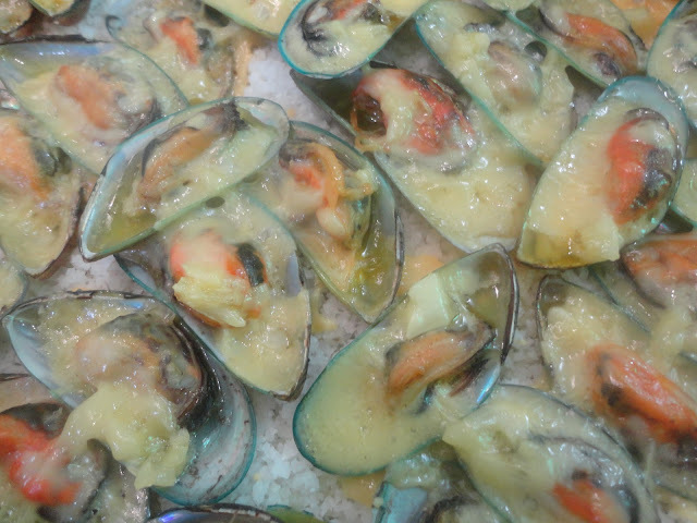 Maundy Thursday: BAKED TAHONG (Baked Mussels)