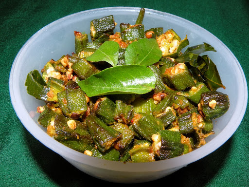 Vendakkai Poriyal Recipe / Lady's Finger (Okra / Bhindi )Stir fry Recipe