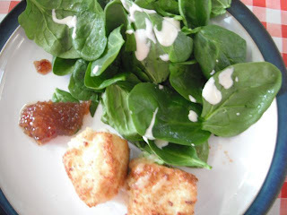 what to eat with breaded camembert