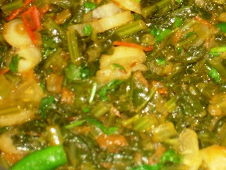 Desi style Daikon Radish Cooked in its own leaves (Mooli ki sabzi)