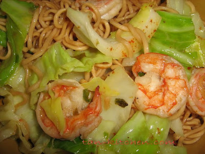 Stir Fried Spicy Mama Noodles with Shrimps(Mama pad kee mao Goongs)