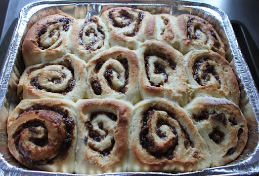 No-Knead Christmas Pudding Cinnamon Rolls for #TwelveLoaves