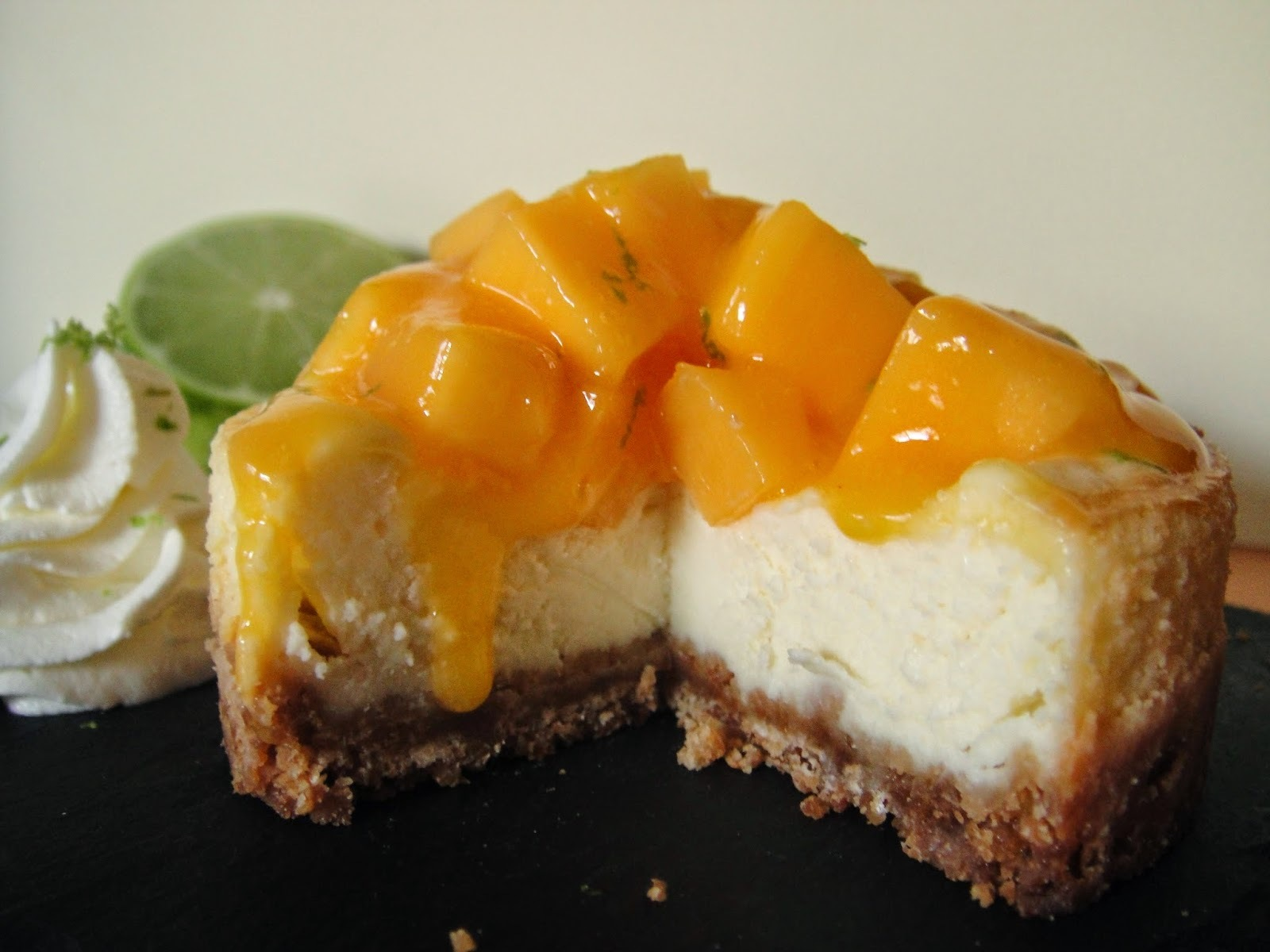 Cheesecake fruit de la passion & mangue - chantilly au citron vert (recette de Christophe Michalak)