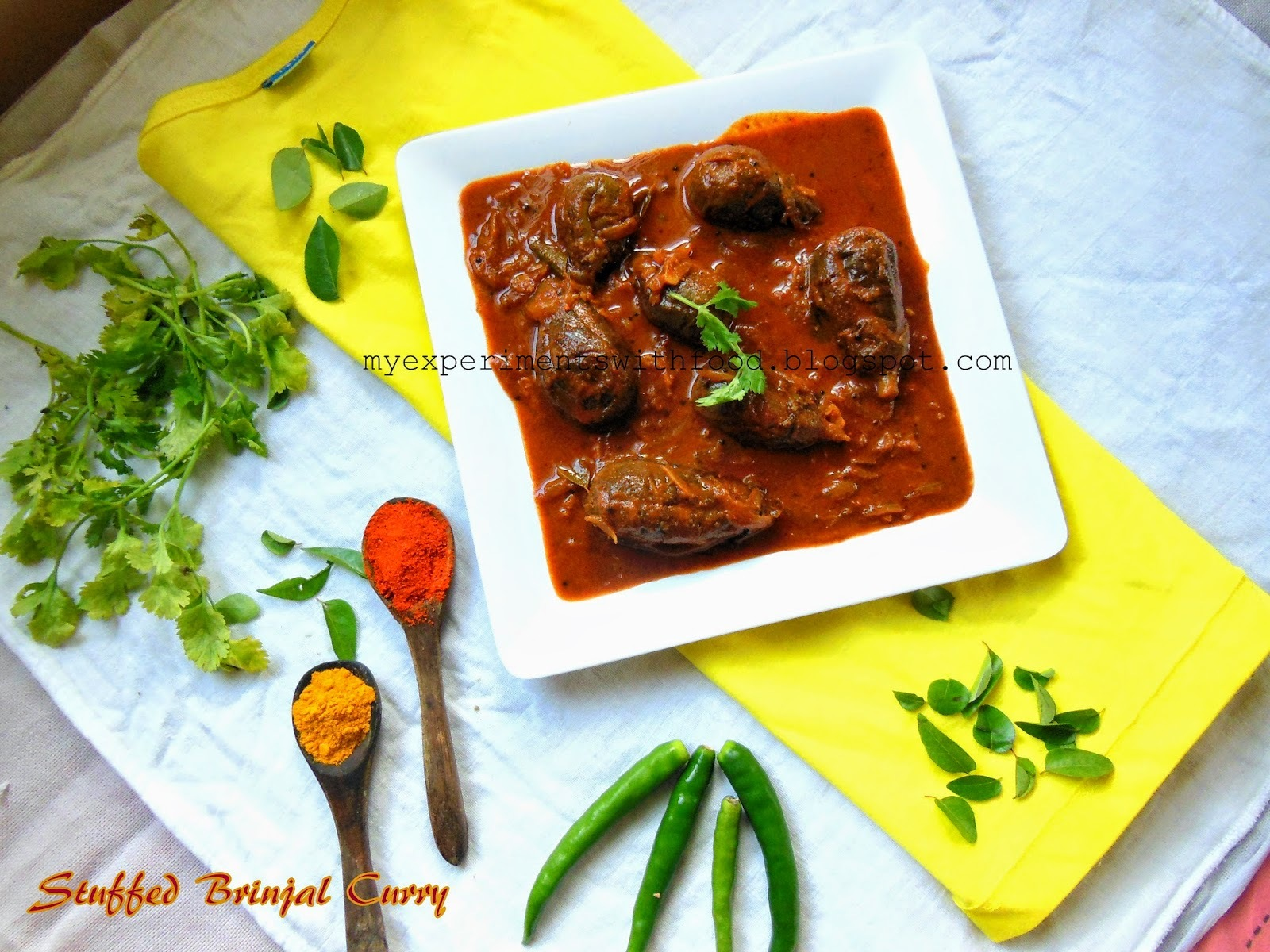 Simple Stuffed Brinjal Curry/ Gutti Vankaya Curry/ Vazhuthananga Niracha Curry