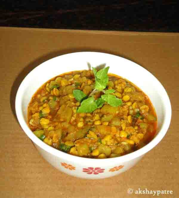Lauki chana dal sabzi in pressure cooker -  bottle gourd subzi  - dudhi bhoplyachi bhaji - bottle gourd recipes