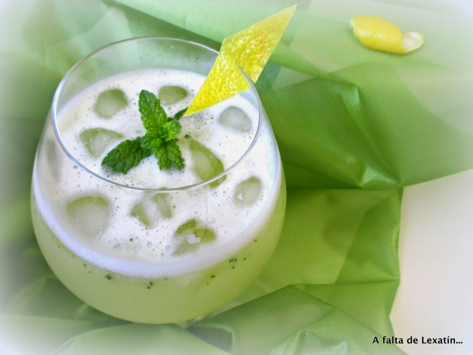 Limonada con menta // Lemon and mint juice