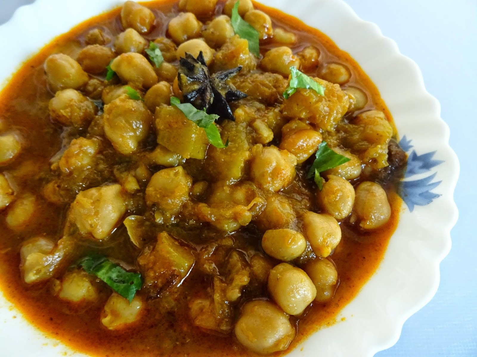 Curried Chickpeas With Pumpkin