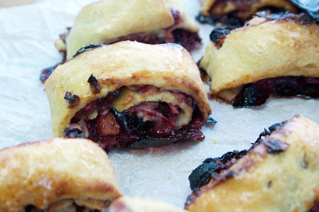 apple and sultana strudel biscuits