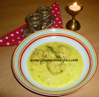 Rasiya Muthias with Cabbage (Cabbage dumplings in creamy soup)