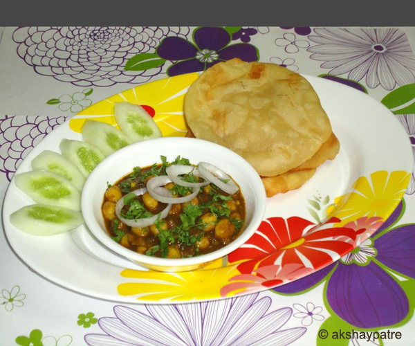 Palak chole, bhature recipe / spinach chole bhature recipe